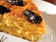 Рецепта Вкусен кейк (кекс, сладкиш) с тиква, яйца, извара, грис, мед и фурми (без мляко)